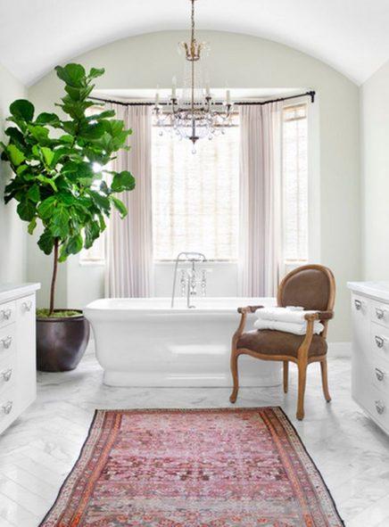 Vrolijke vloerkleed in badkamer