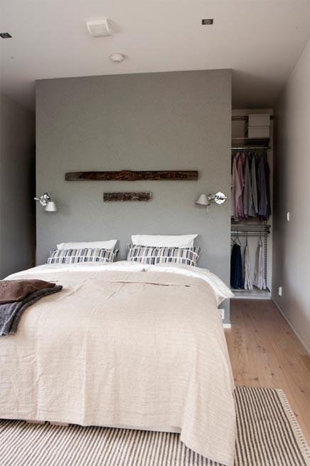 wat een leuke slaapkamer weer dit keer in verschillende natuurtinten