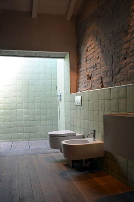 Warme rustieke badkamer