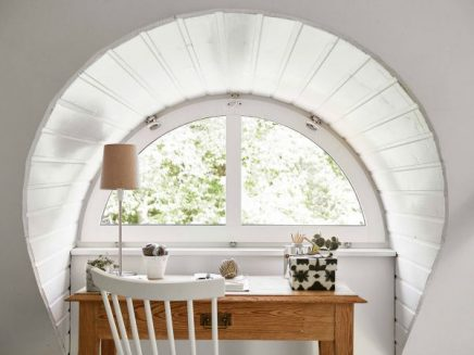 Woonkamer Op Zolder : Witte woonkamer op zolder inrichting huis