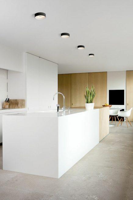 wit en hout in de keuken 3