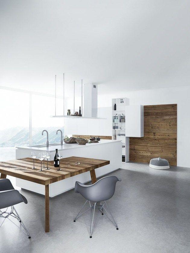 Wit en hout in de keuken fris anders en toch warm inrichting - Keuken met kookeiland table ...