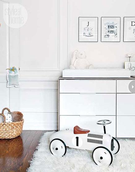 Witte babykamer voor een jongetje