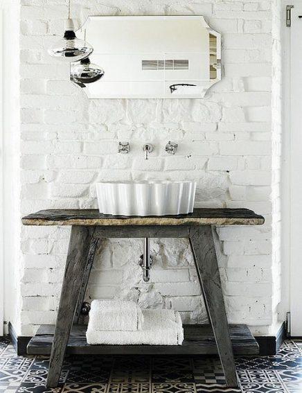 Witte bakstenen muur badkamer