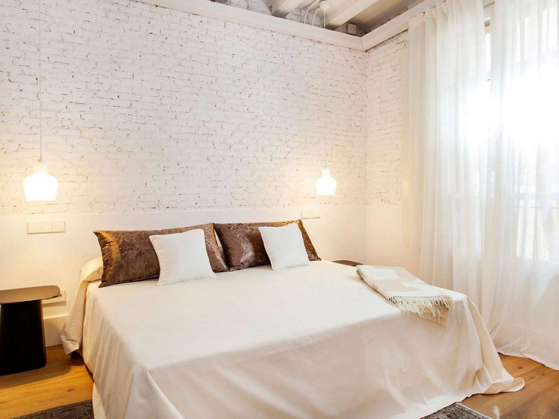 witte-bakstenen-muur-slaapkamer