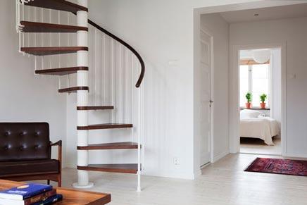 Wenteltrap In Woonkamer : Witte bovenwoning in malmö inrichting huis