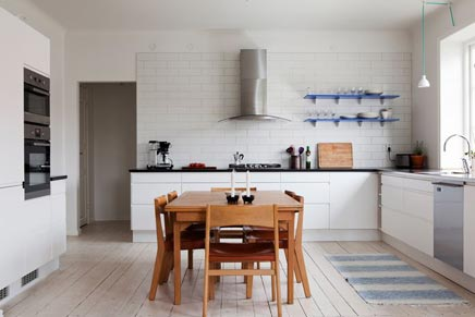 Witte bovenwoning in Malmo