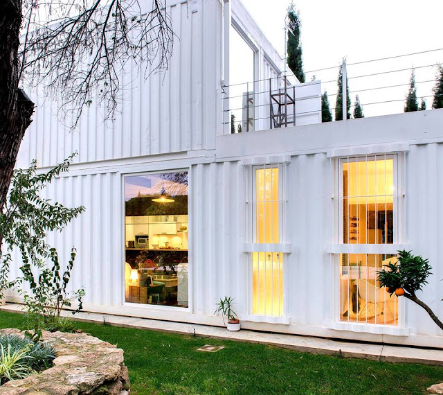 Witte containerwoning