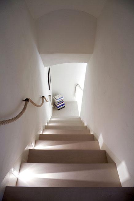 Witte elegante interieur inrichting in toscane for Landelijke woninginrichting
