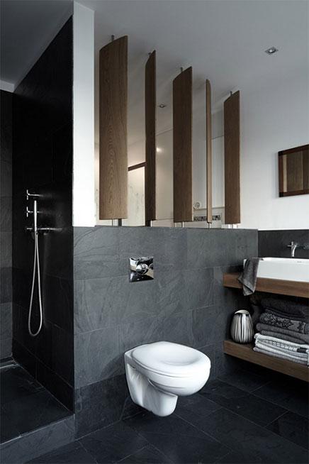 Witte grijze en houten accenten in badkamer inrichting - En grijze bad leisteen ...