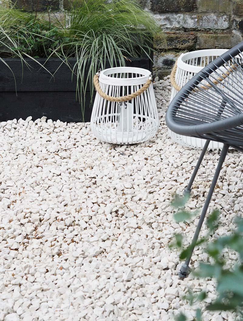 Witte grindstenen tuin