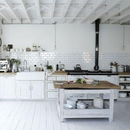 Witte houten balken keuken