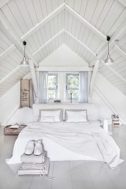 Witte houten balken slaapkamer