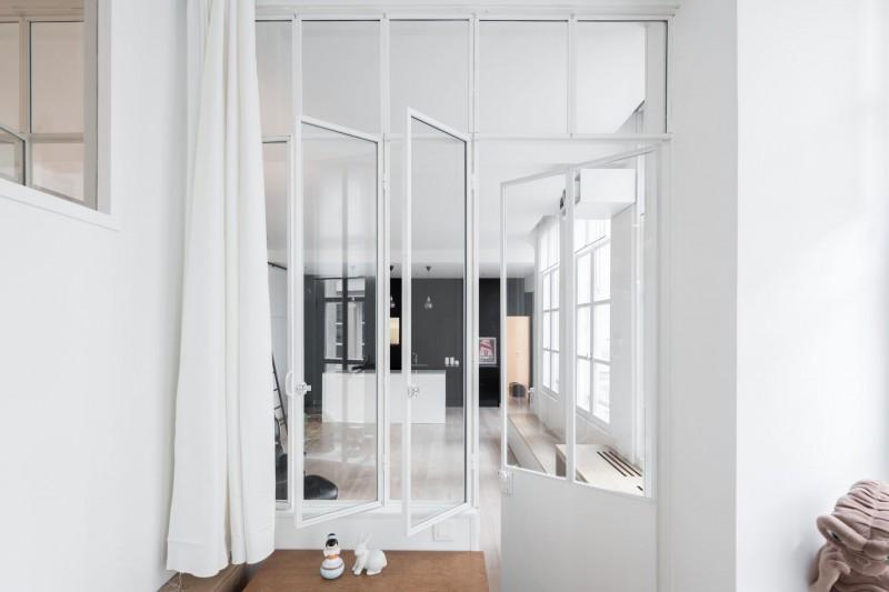 Witte industriële deur