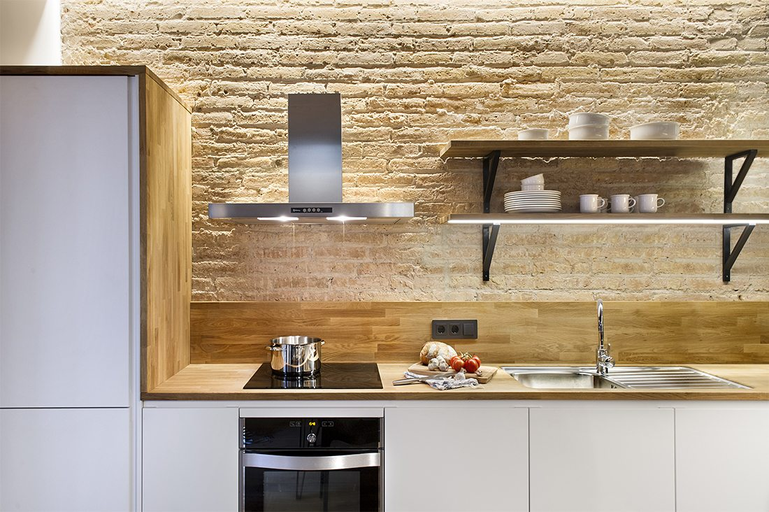 witte-keuken-eikenhouten-werkblad
