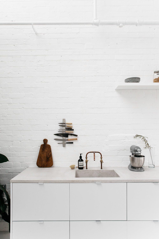 witte-keukenkasten-betonnen-keukenblad