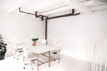 Witte lichte loft kantoor van The Lane