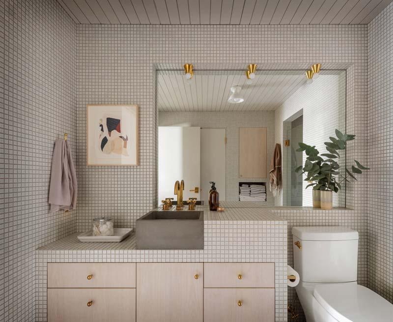 witte mozaïek tegeltjes badkamer