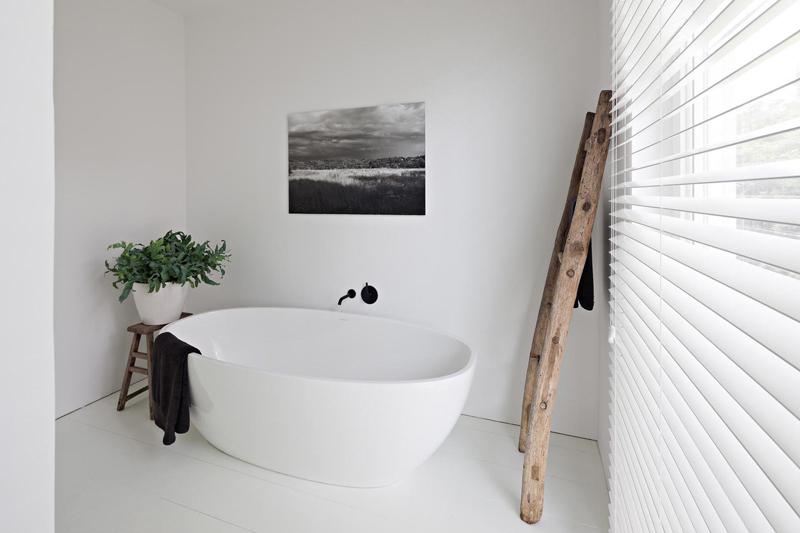Witte rustieke badkamer inrichting - Rustieke badkamer meubels ...