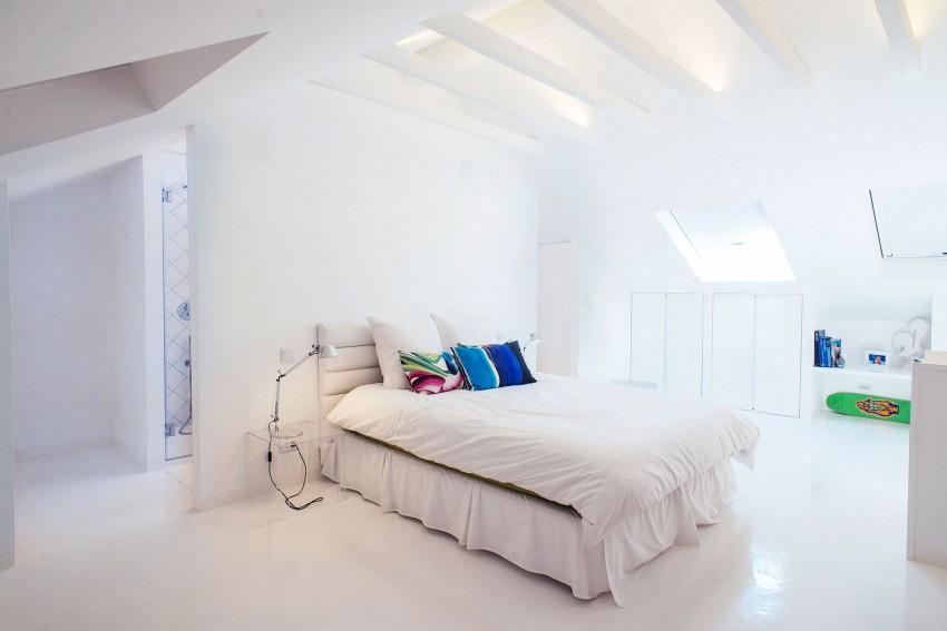 Witte slaapkamer badkamer combinatie op zolder  Inrichting-huis.com