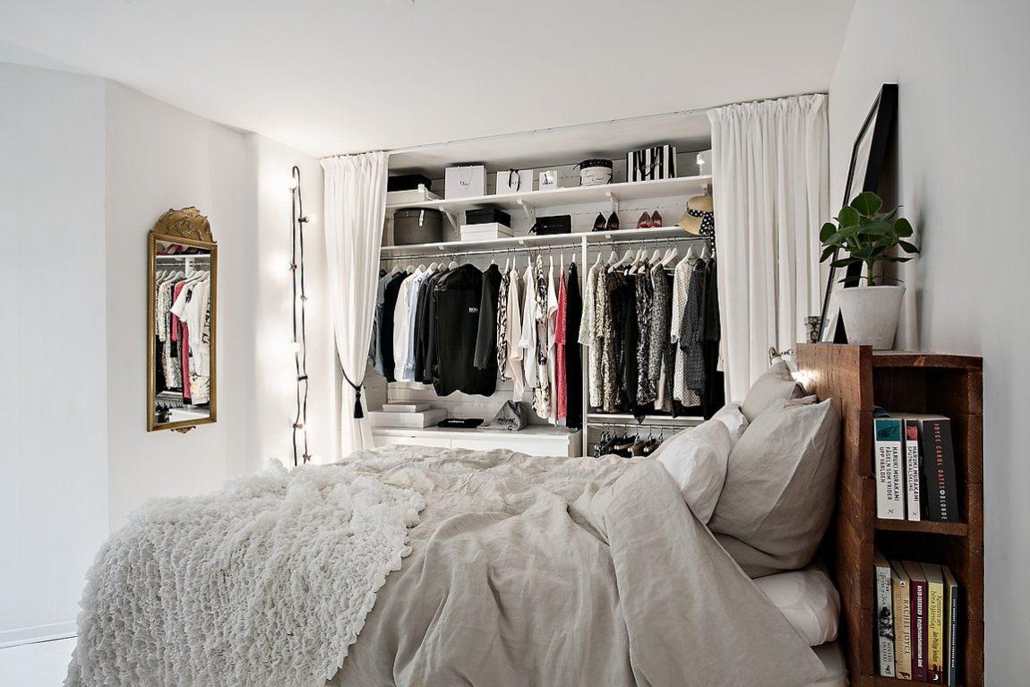 Witte slaapkamer met open kledingkast en werkplek | Inrichting-huis.com