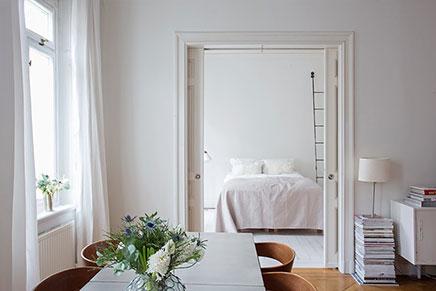 Witte Slaapkamer Ikea: Slaapkamer met boekenkast behang inrichting ...