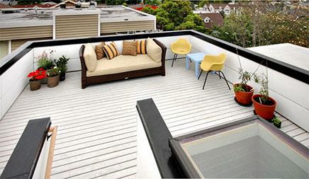 Witte vlonders op dakterras