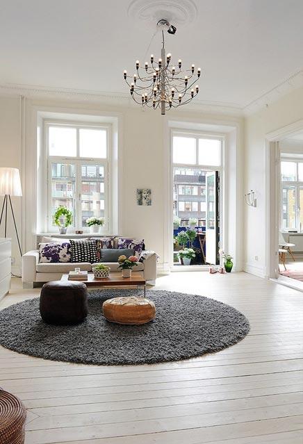 Witte woonkamer met rond vloerkleed | Inrichting-huis.com