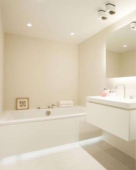 Woninginrichting met een moderne warme sfeer inrichting - Warme badkamer ...