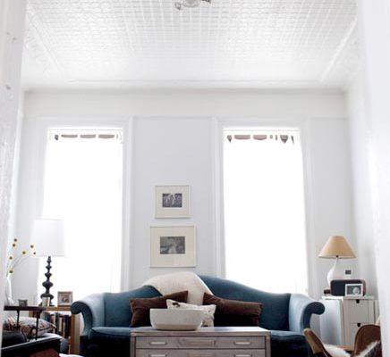 Lichte woonkamer met compacte open keuken inrichting - Open keuken s alon ...