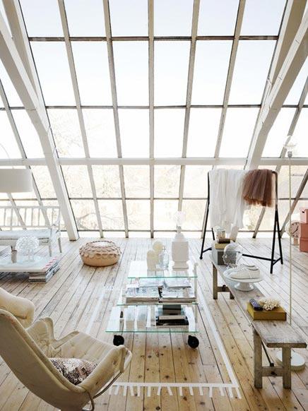 Wohnzimmer mit viel Licht