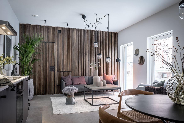 woonkamer ideeën houten wandbekleding