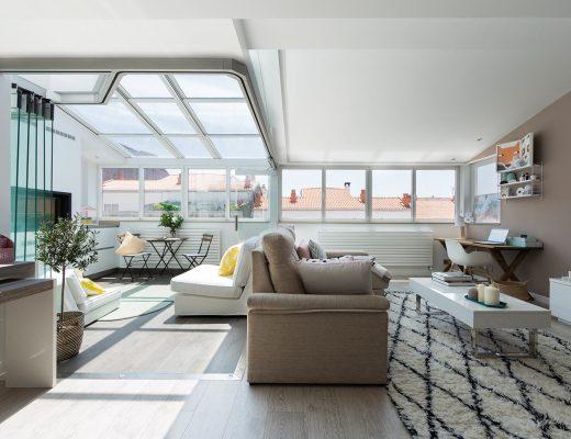 Deze woonkamer is uitgebreid met een zonnige serre lounge!