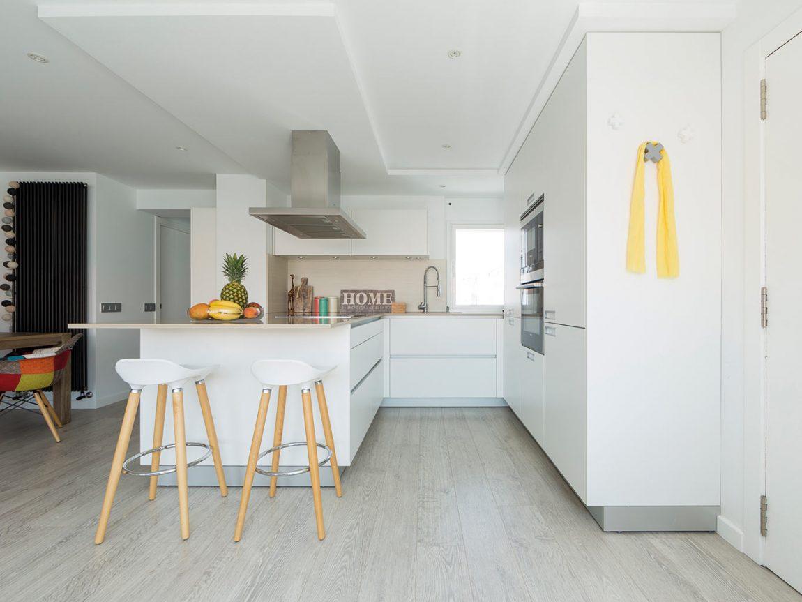 Deze woonkamer is uitgebreid met een zonnige serre lounge for Cocina comedor en l