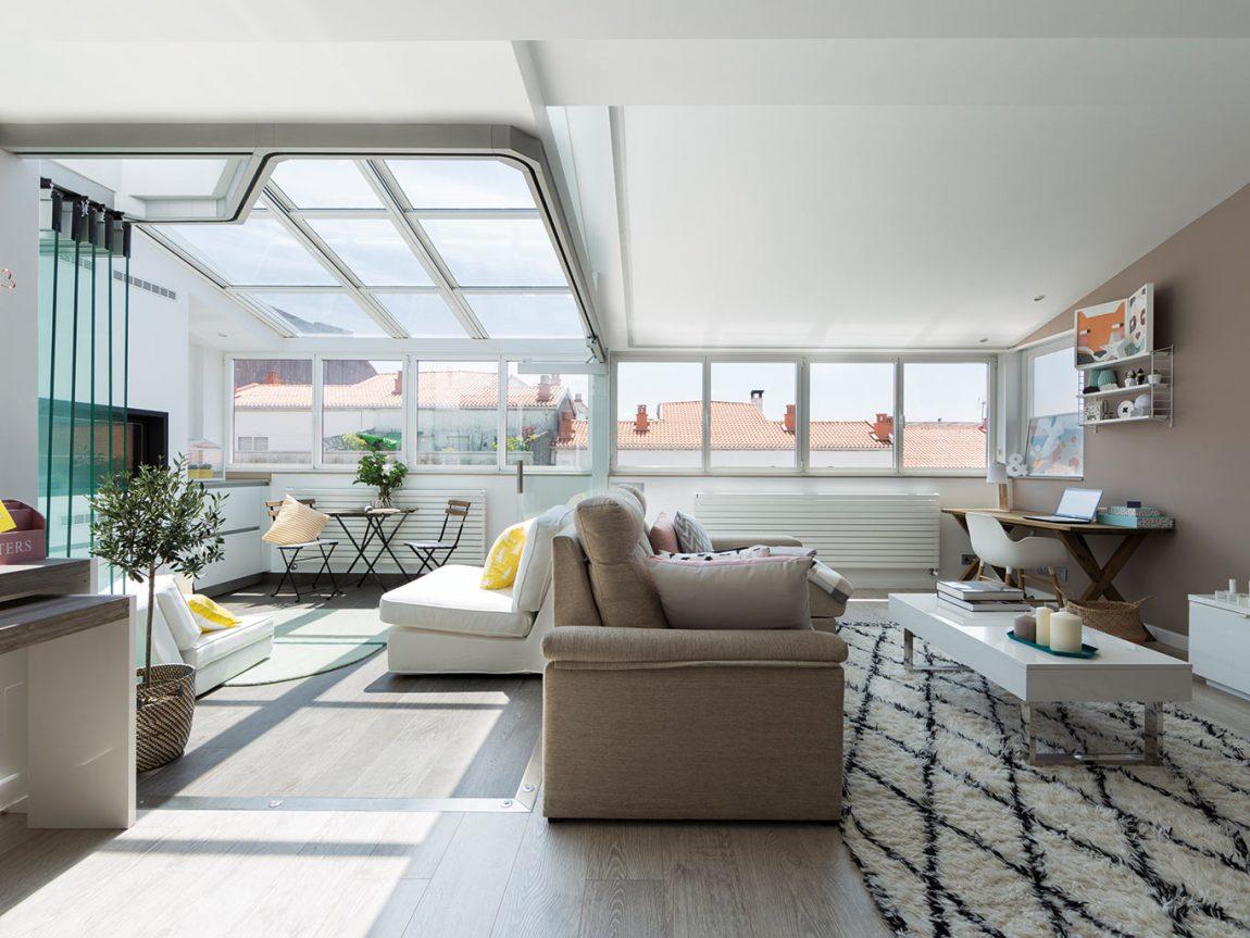 deze woonkamer is uitgebreid met een zonnige serre lounge