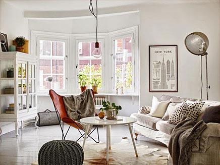 woonkamer met mix van scandinavisch vintage en