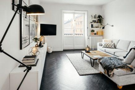 ondergeschikt aan deze woonkamer een vrij ruime langwerpige woonkamer ...