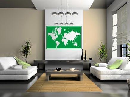 Woonkamer met wereldkaart