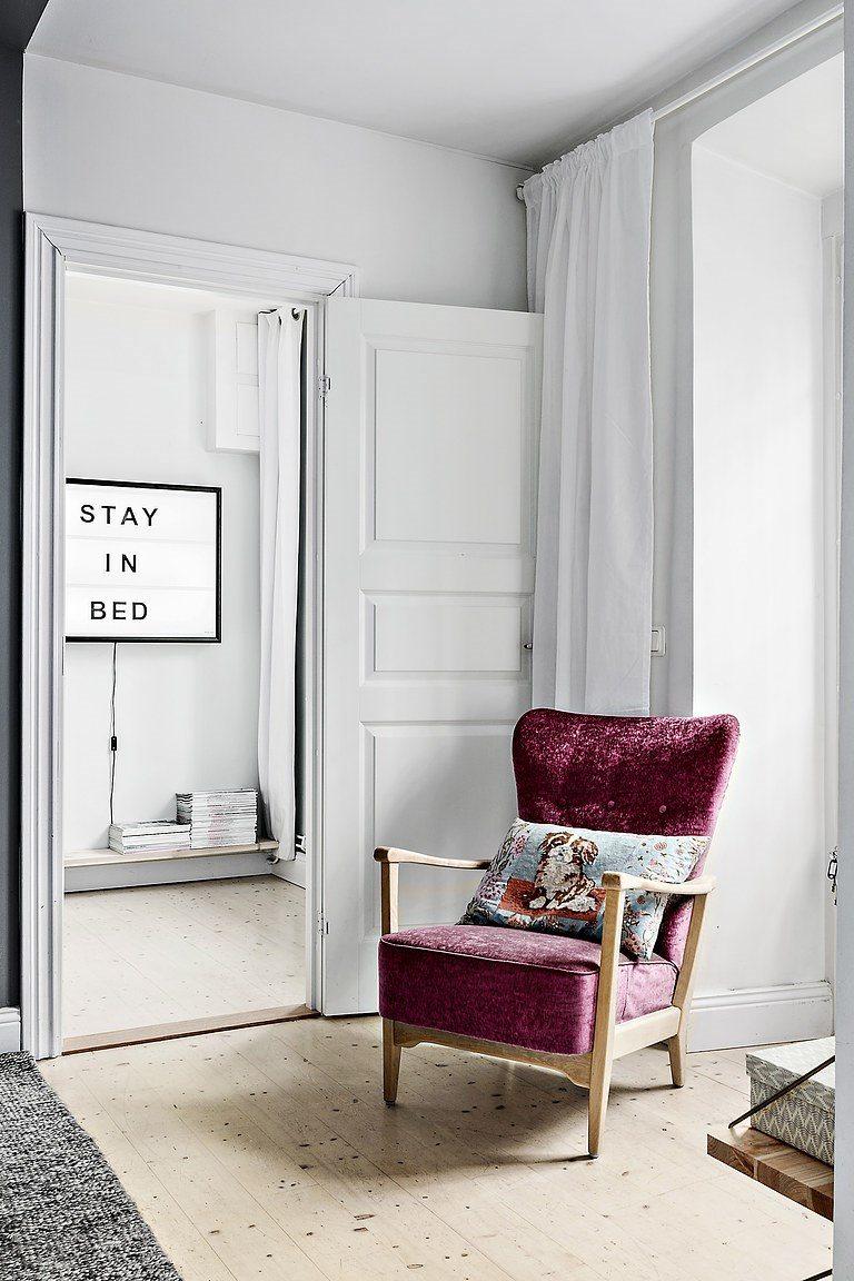 De zithoek in deze kleine woonkamer is super leuk en knus for Lijst inrichting huis
