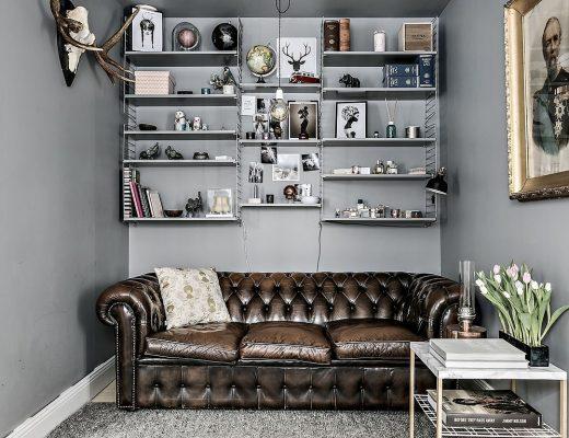 De zithoek in deze kleine woonkamer is super leuk en knus ingericht!