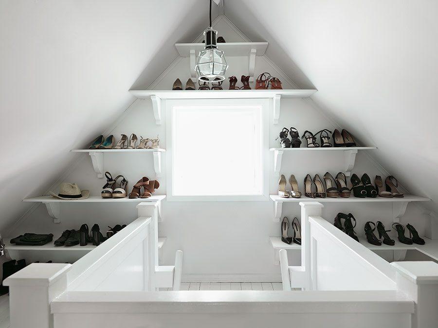 zolder-inloopkast-wandplanken-schoenen