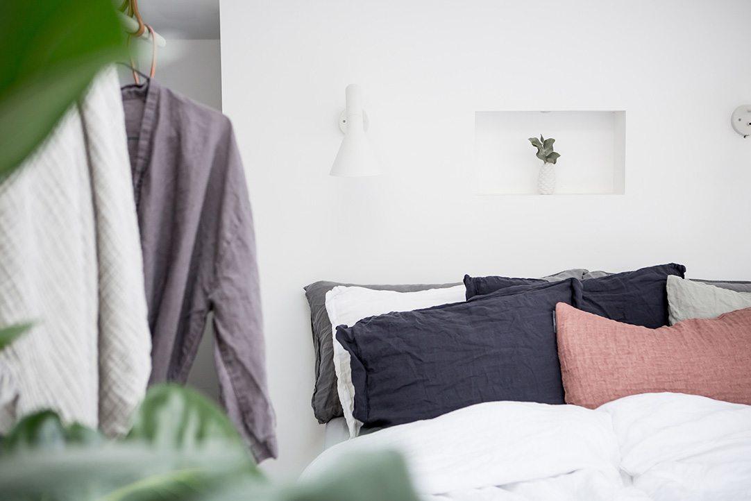 Zolder slaapkamer met inloopkast en balkon terras
