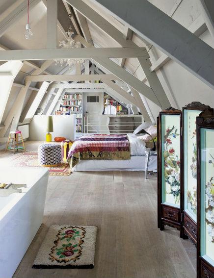 Zolderslaapkamer van voormalig garage inrichting - Houses three attic bedrooms ...