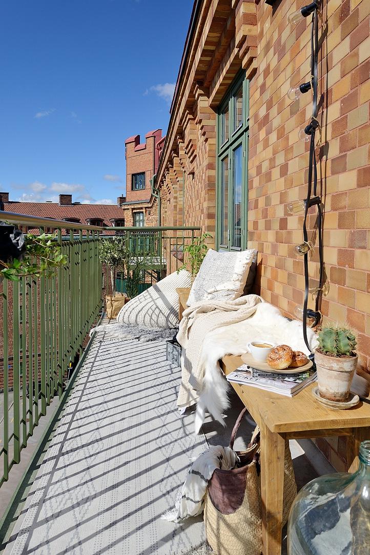 Zonnig balkon op het westen
