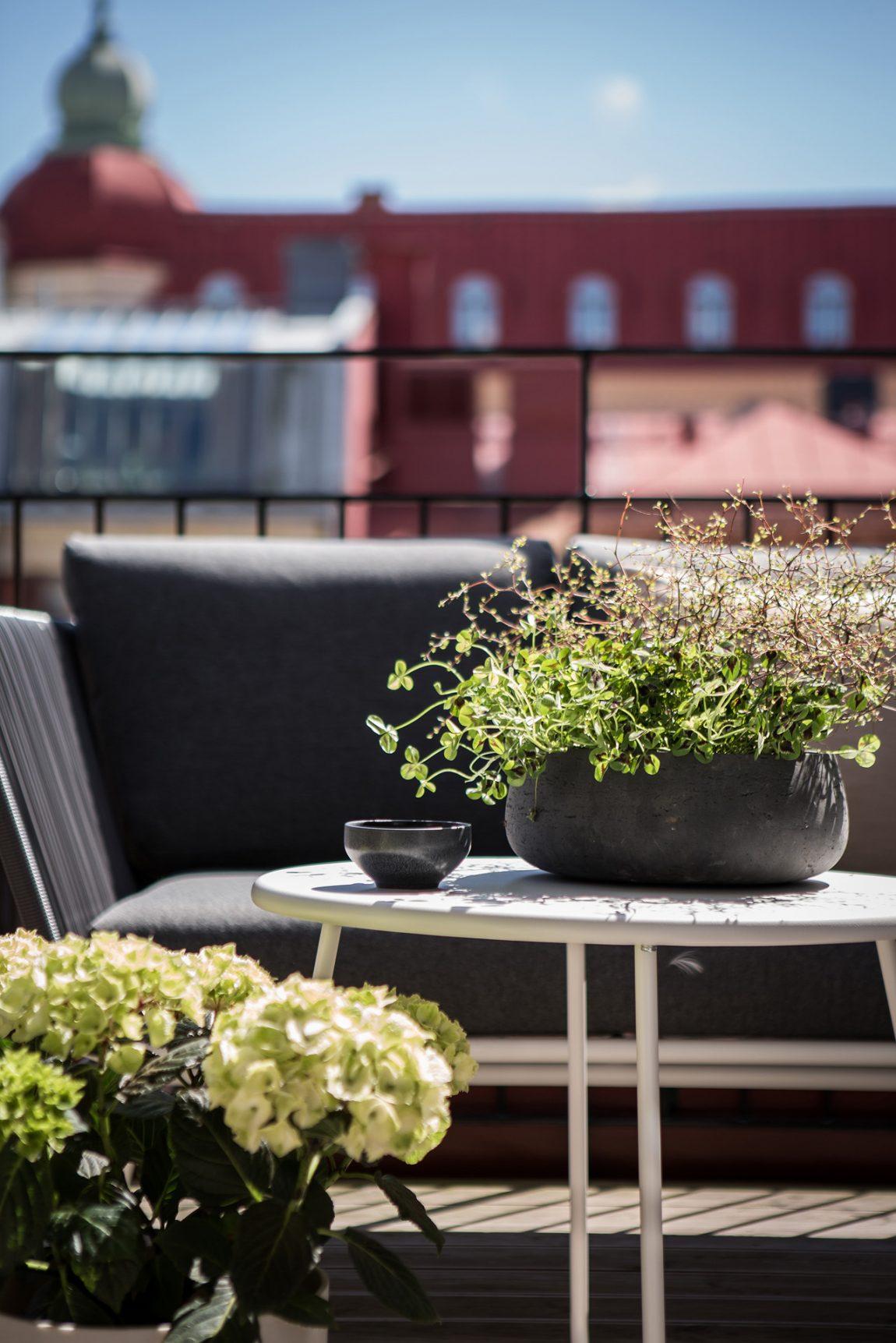 Zonnig ruim balkon terras van 10m2