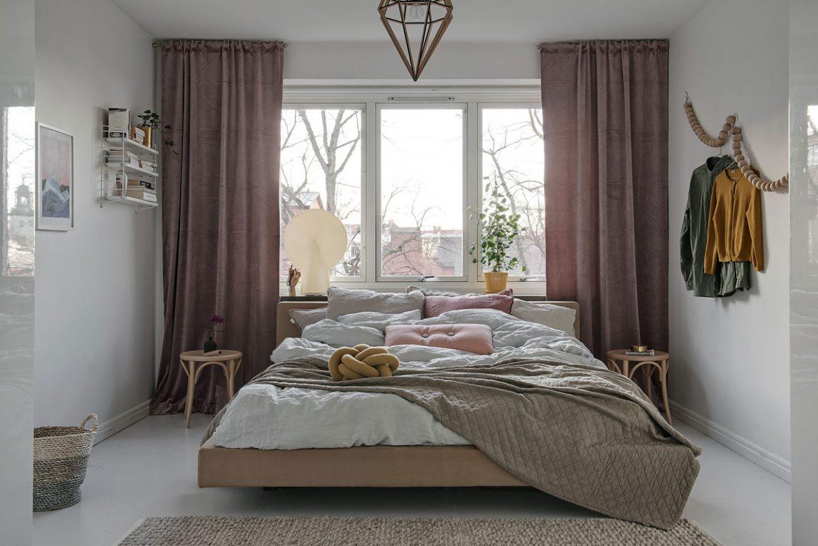 Zowel de weg naar deze slaapkamer, als de slaapkamer zelf is erg leuk ingericht!