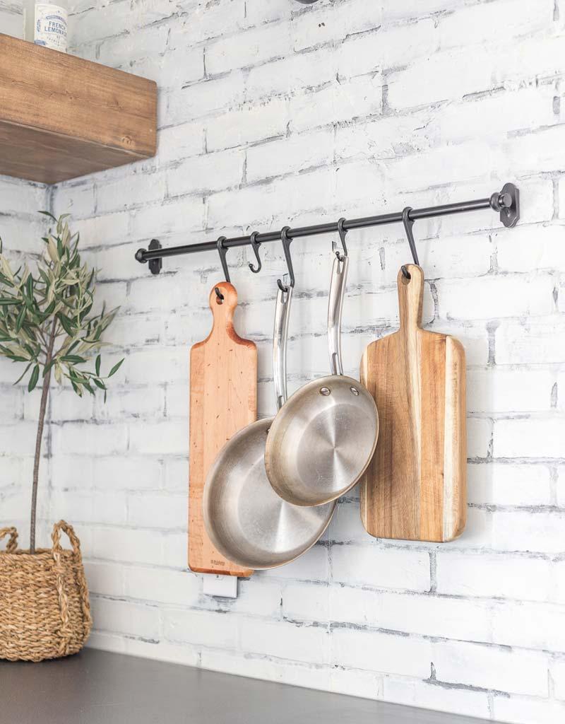 zwart rek keukengerei ophangen