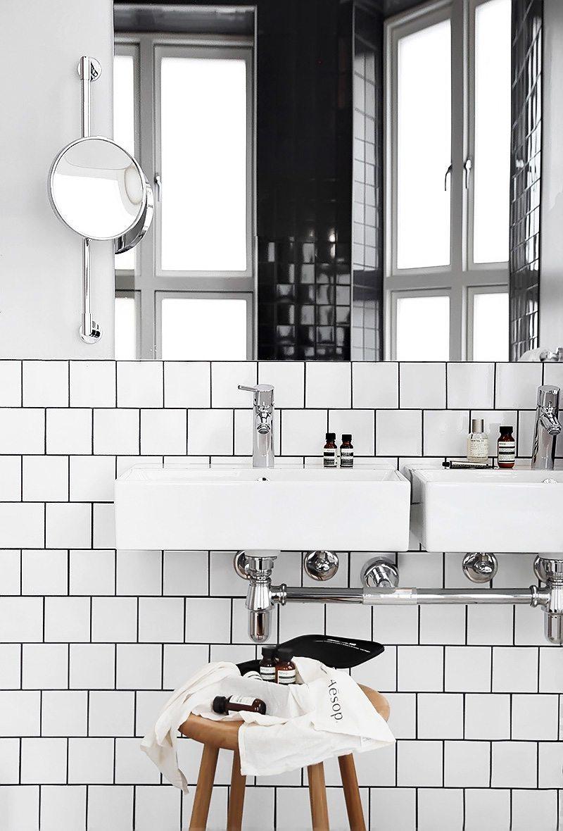 Zwart wit badkamer van Comfort Karl Johan Hotel