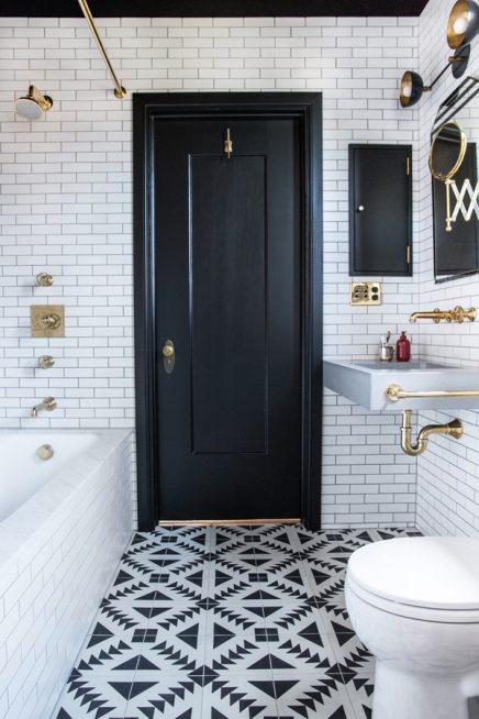 Zwart wit badkamer door interieurontwerper Katie Martinez ...