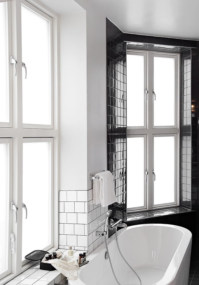 zwart-wit-tegels-badkamer